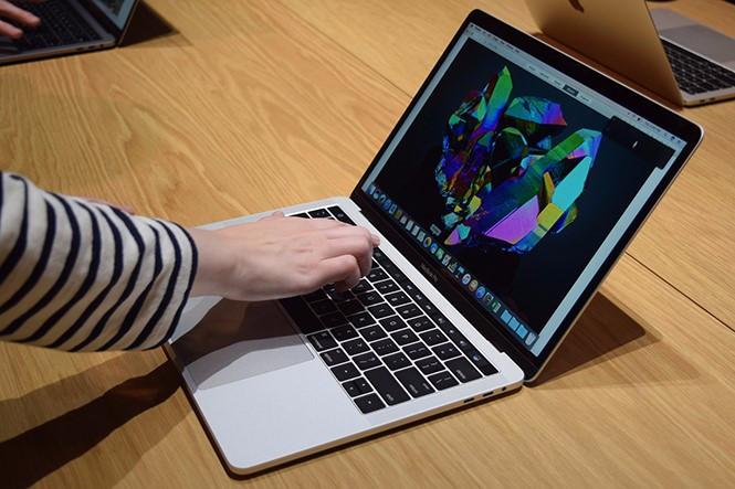 Sạc Macbook mới mua thế nào để máy không bị chai pin nhanh?